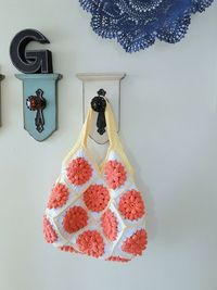 something pretty bag! by caseyplusthree. Free pattern for motif and layout for the bag.