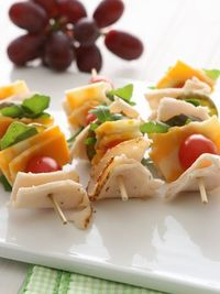20 Breadless, Gluten-Free Sandwich Ideas Ingredients 8 (6-inch) skewers 4 oz. deli sliced lemon chicken or smoked turkey breast 1 cup chopped arugula 4 oz. Colby jack cheese, cut into small squares 1 cup grape tomatoes 1/2 cup small dill pickles 3...