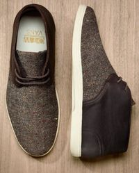 Vans continues to tee-up an exciting line-up for the Fall 2012 season with the introduction of two new colorways of their popular midtop boot, the Howell. The