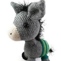 Found at Amigurumipatterns.net. TOTES ADORBS. If you crochet, check out this totally awesome site!
