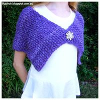 Free knitting pattern for this lovely moss/seed stitch Capelet.