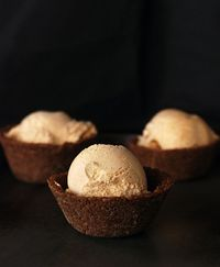 PUMPKIN ICE CREAM WITH GINGERSNAP BOWLS