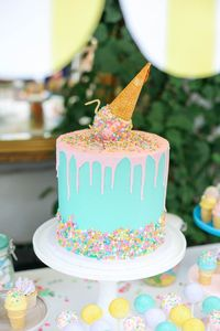 Jonesing for some ice cream? Want great kids party ideas? This Kara's Party Ideas Ice Cream Inspired Birthday Party is sure to satisfy your hearts desires!