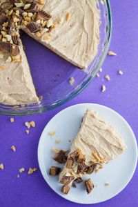 This Vegan No Bake Peanut Butter Pie recipe is SO easy to make, dairy AND gluten free and even better than other peanut butter pies!!