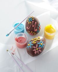 Decorate your own chocolate eggs!