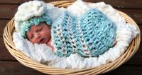 Free Baby coccon and beanie crochet pattern.