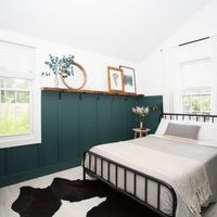 Love the color and the use of dark and white on the wall