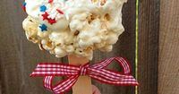 These popcorn lollipops would be so fun to eat while watching fireworks!