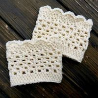 These gorgeous boot cuffs are a simple an quick crochet project! Click for the free pattern.