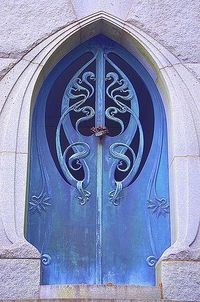 Art Nouveau doorway...whimsical, sensuous, erotic, magical...too bad the style had such a brief time of glory. The horrors of World War I killed it and the Machine Age ushered in Art Deco with its streamlined surfaces and exploitation of geometric forms.
