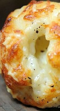 Cheesy garlic bites... Made with can biscuits, mozzarella balls, butter, & more cheese. Look easy and yummy!