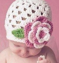 Easy baby hat crochet pattern! (FREE) Baby Beanie with Flower (cluster)