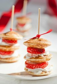 Mini pancakes, strawberries, and whipped cream skewers...how adorable for a little girls party or a high tea �ƒ�