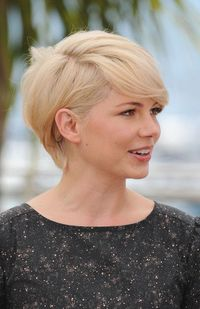 Michelle Williams: no idea how she managed to style this without looking like Princess Diana c. 1984. Props, Ms W.
