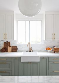 While pinning this week I stumbled across an amazing kitchen remodel, designed by Sarah Sherman Samuel. This kitchen is so full of fresh, unique ideas that, I w