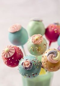 See a fabulous collection of deliciously tempting and quirky cake pops - for cake cravers and lollipop lovers the world wide.
