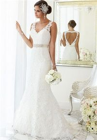 For brides looking for that figure-flattering wedding dress, Essense of Australia has created this fit-and-flare gown with hand-sewn Diamante beading on Lace over Lavish Satin. At the top, the dress features illusion Lace shoulder straps covering a sweeth...