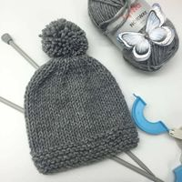 MAKE POMPOMS, STEP BY STEP, SECOND LESSON, A WOOL HAT