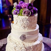 Love this cake!! the lace detailing is wonderful!