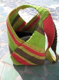 Just crochet a rectangle, fold and stitch together to make a tote - Japanese inspired Canarian tote by Risager
