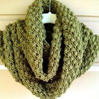 Free pattern Lilly Pad Cowl