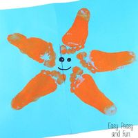 Have a little footsie in your household that's craving some color to do adorable arts and crafts? Try making this starfish footprint art (or well a sea star foo