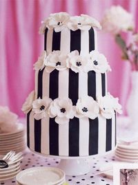 Black and white wedding cake by Peggy Porschen. #Celebstylewed.