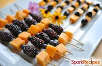Healthy Halloween Party Food: Orange and Black Fruit Kebabs! Fun finger foods! #recipe #fall #autumn #kid #school #treat
