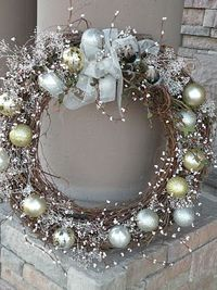 Gorgeous...and there's a tutorial. I love (and have) several grapevine wreaths...I'm so doing this to one of them. :)