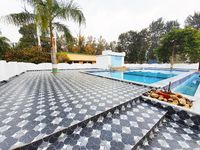 Vanya Resort provides a swimming pool along with your hotel room.