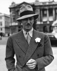http://upload.wikimedia.org/wikipedia/commons/5/57/Walt Disney 1935.jpg