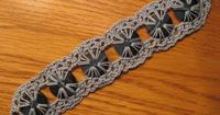 CROCHET BLUES BUTTON BRACELET LOOKS GREAT WITH JEANS! �Teresa Restegui http://www.pinterest.com/teretegui/ �
