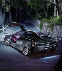 Watch this $2 Million Pagani Huayra cruse the streets of Miami in style.