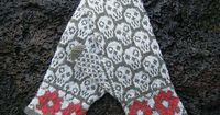 Ravelry: Skull Mittens pattern by Jennifer Thompson