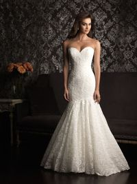 Mermaid, fit and flare, sweetheart, strapless wedding dress. Soooooo pretty love the lace