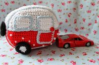 Cute festive mini caravan made by En kreativ verden using the free pattern by Greedy for Colour here http://greedyforcolour.blogspot.dk/2014/09/how-to-crochet-mini-vintage-caravan.html wowee, this is amazing, thanks so for sharing xox