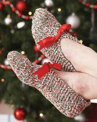 Looking for some cheap Christmas gift ideas? Everyone will love these gorgeous knit patterns from Bernat Yarns. They're so cute that you'll want to make a pair