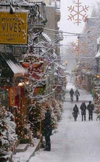 Snowy day in the Vieux-Québec (Old Town) of Quebec City, Quebec, Canada �€� photo: Gaetan Chevalier on Photo.net