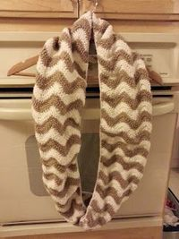 The Adventures of a Yarnaholic Mommy: Free Pattern Friday: Chevron Infinity Scarf