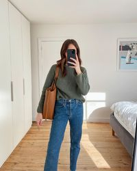 Basic High-waisted Jeans Outfit Ideas For Spring 2021